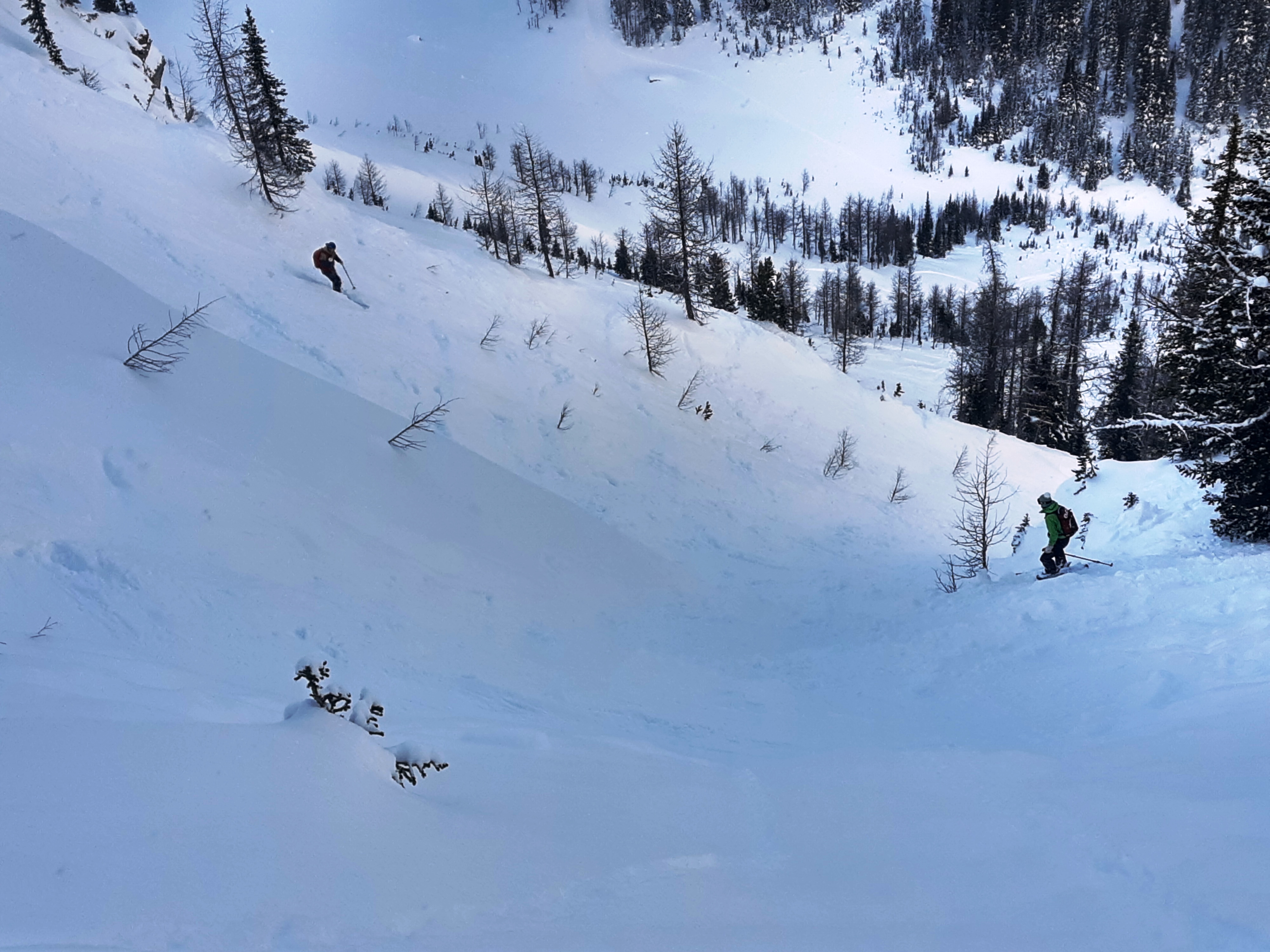10-Back-Country-skiers-entering-a-gully