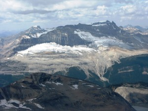 The Emerald Glacier & Iceline trail 5km across the Valley