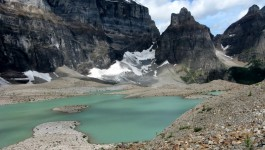 First view of the glacial tarns of Horseshoe Glacier
